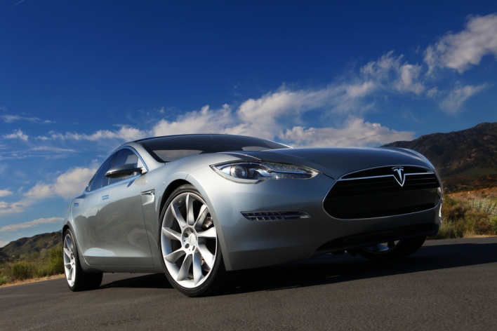 Tesla Taps First Loan Funds, Shrinks Roadster Gap with Lotus Deal
