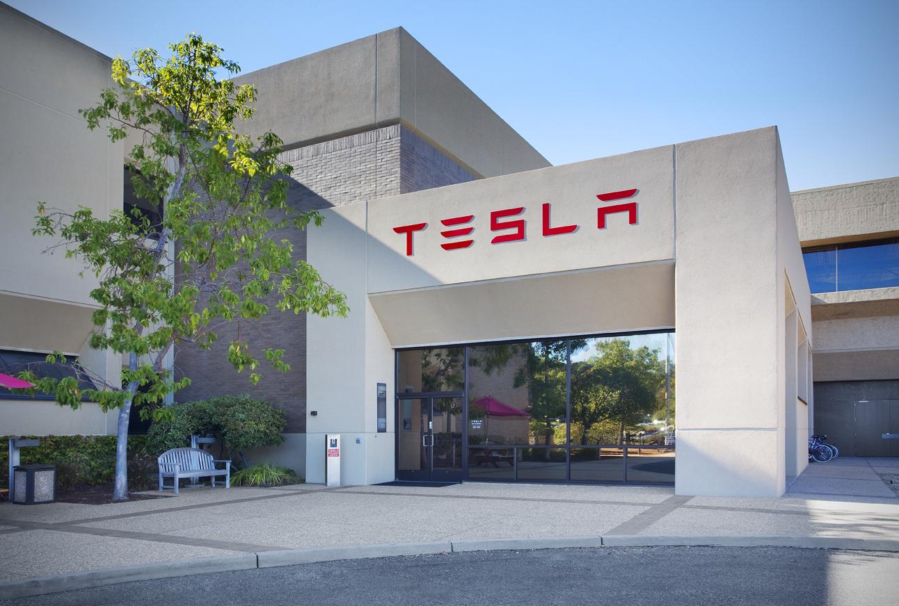 Exterior Tesla Web