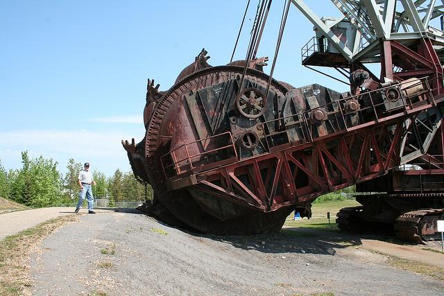 Mining tar sands