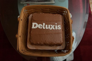 deluxis cake