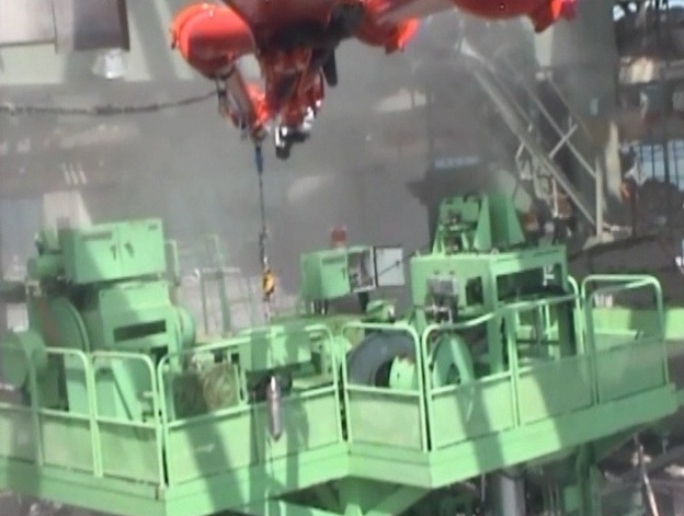 Sampling of water in the spent fuel pool of Unit 4, Fukushima Daiichi Nuclear Power Station