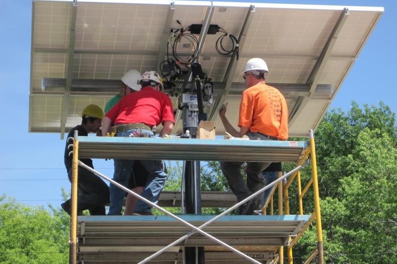SolarPanel_InverterWorkers