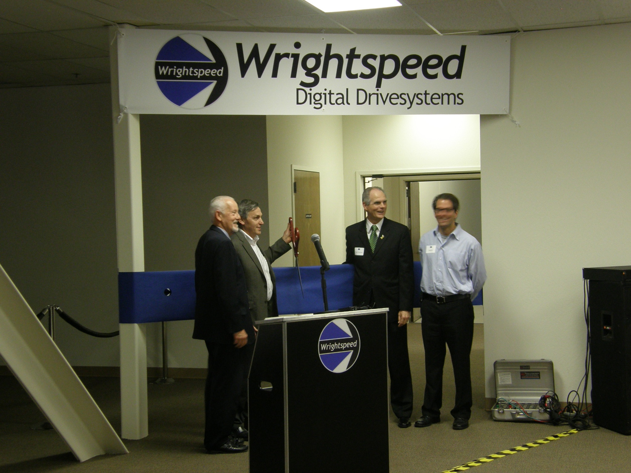 Wrightspeed Founder, San Jose Mayor & Commissioners cutting ribbon on new factory.