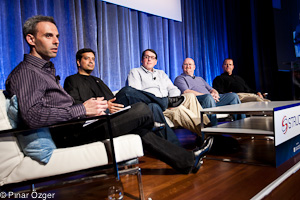 Jonathan Heiliger (Facebook), Sid Anand (Netflix), Claus Moldt (Salesforce), Jacob Rosenberg (Comcast), Kevin Scott (LinkedIn) - Structure 2011