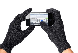 mujjo-touchscreen-gloves-typing-1000_2