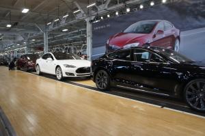 Line of Model S cars