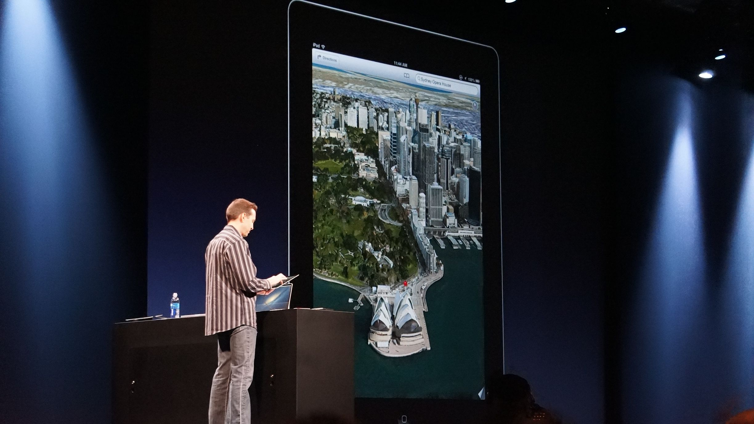 Scott Forstall demonstrates Flyover, Apple's new 3D maps feature.