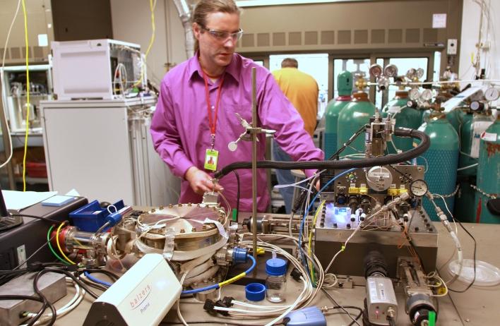 Ph.D Joel Cizeron works in Siluria's lab. Image courtesy of Siluria.