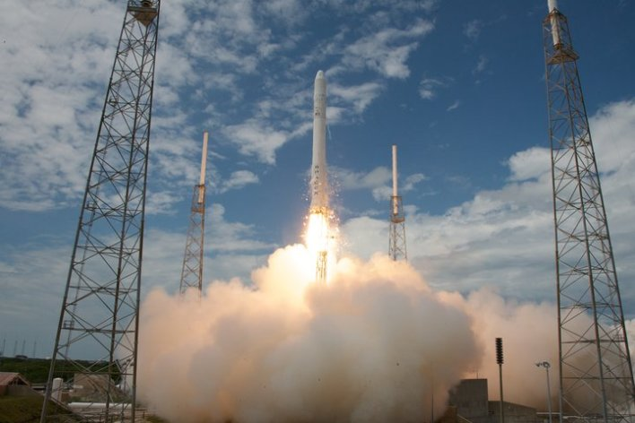 Falcon 9 maiden launch