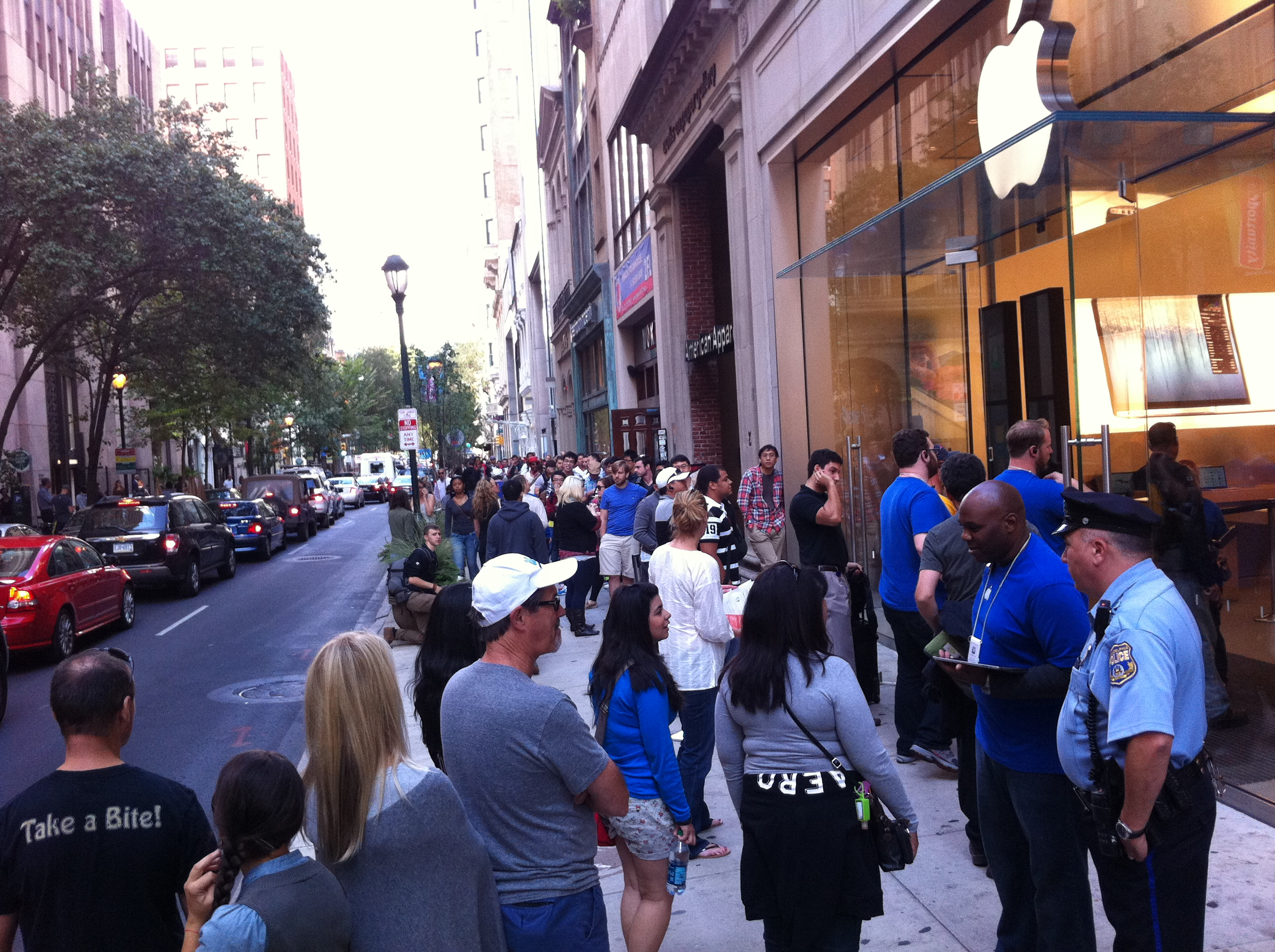 The queue outside Philadelphia's Walnute Street Apple Store Friday morning.
