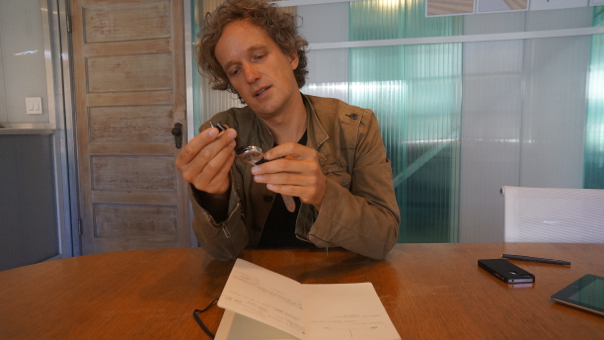 Yves Behar chatting about watch design. Image courtesy of Gigaom, Om Malik.
