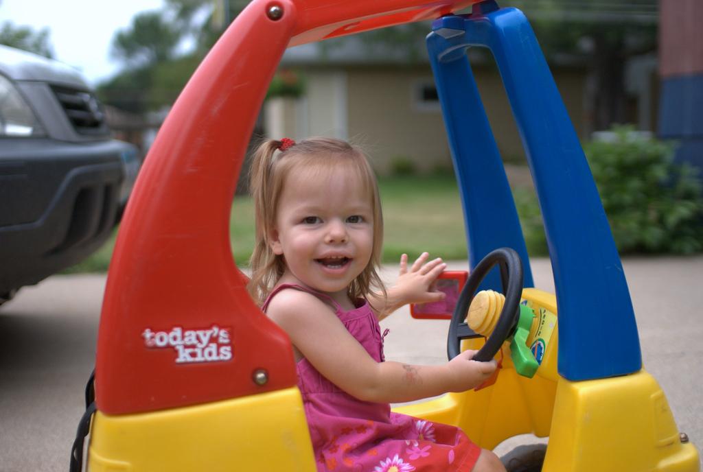car-sharing child play toy car driveway