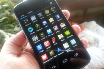 Nexus 4 in hand