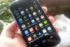 Nexus 4 in hand