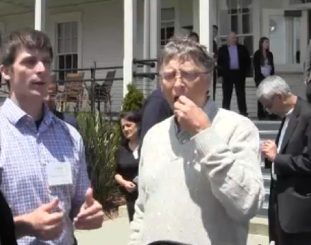Hampton Creek Foods'a CEO Josh Tetrick on the left, Bill Gates on the right