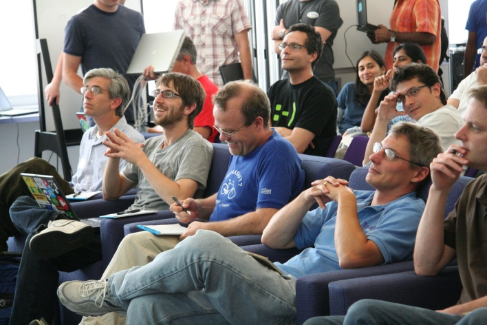 State (foreground) relaxing while judging a Yahoo hack day in 2007. Source: Yodel Anecdotal
