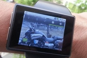 Androidly on wrist
