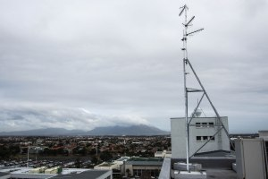 The transmitting antennas that are positioned on top of Stellenbosch University's Faculty of Medicine and Health Sciences.