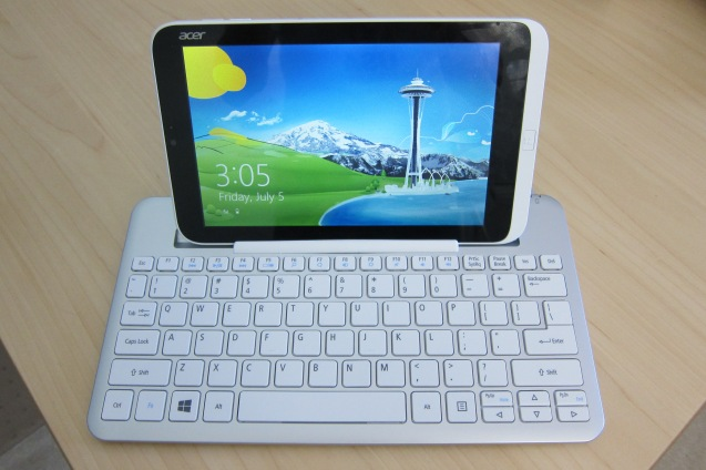 Iconia W3 in keyboard front