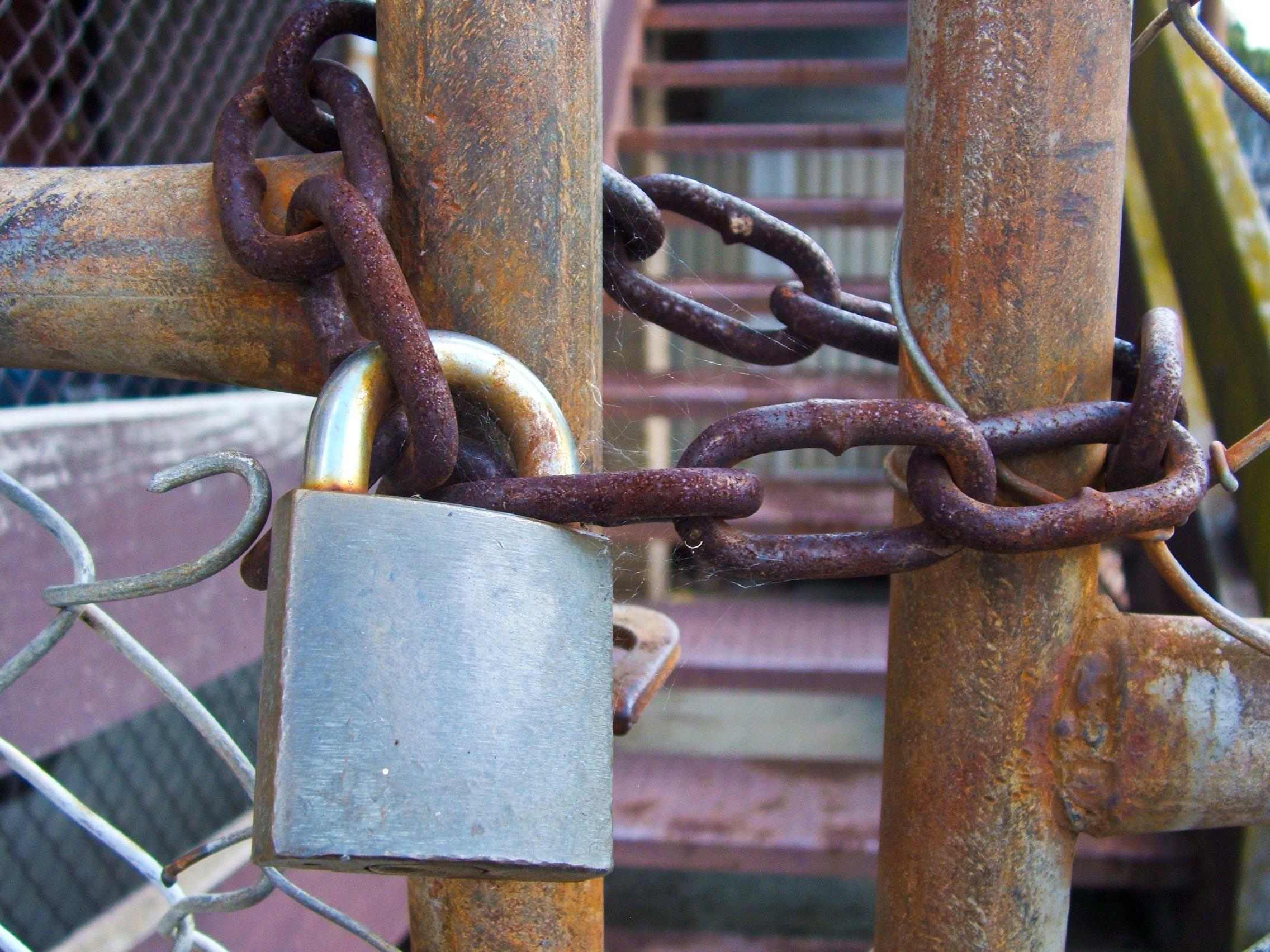 padlock chain mournjargon 6632836295_2503f50b0c_o
