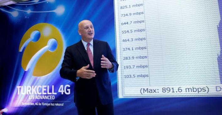 Turkcell CEO Sureyya Ciliv showing off the carrier's impressive laboratory LTE speed tests