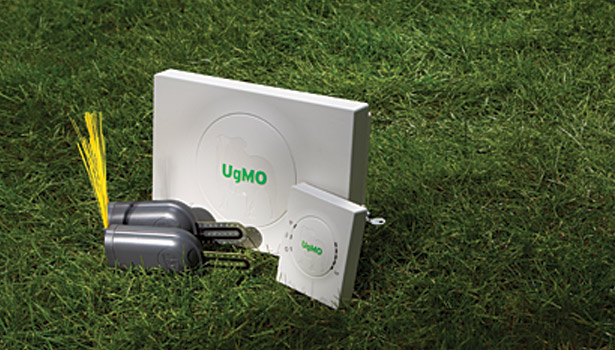 The UgMO sprinker system measures ground moisture and adapts the water usage.
