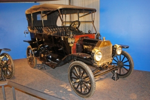 1913_Ford_Model_T_Touring