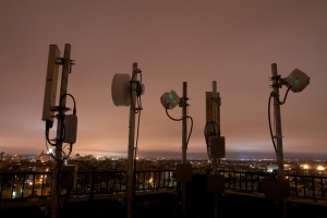 Rooftop cellular tower radios in a mobile network