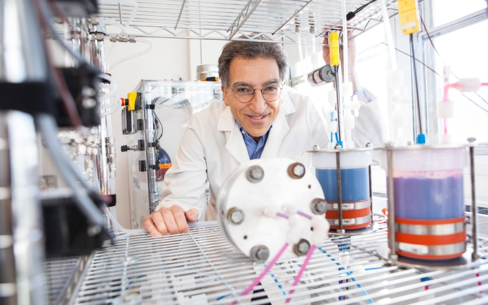 Harvard SEAS Professor Michael J. Aziz with the flow battery tech