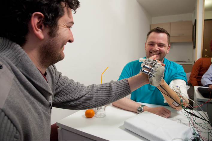 Bionic hand that feels