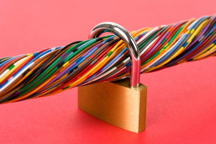 Data cable lockdown peering