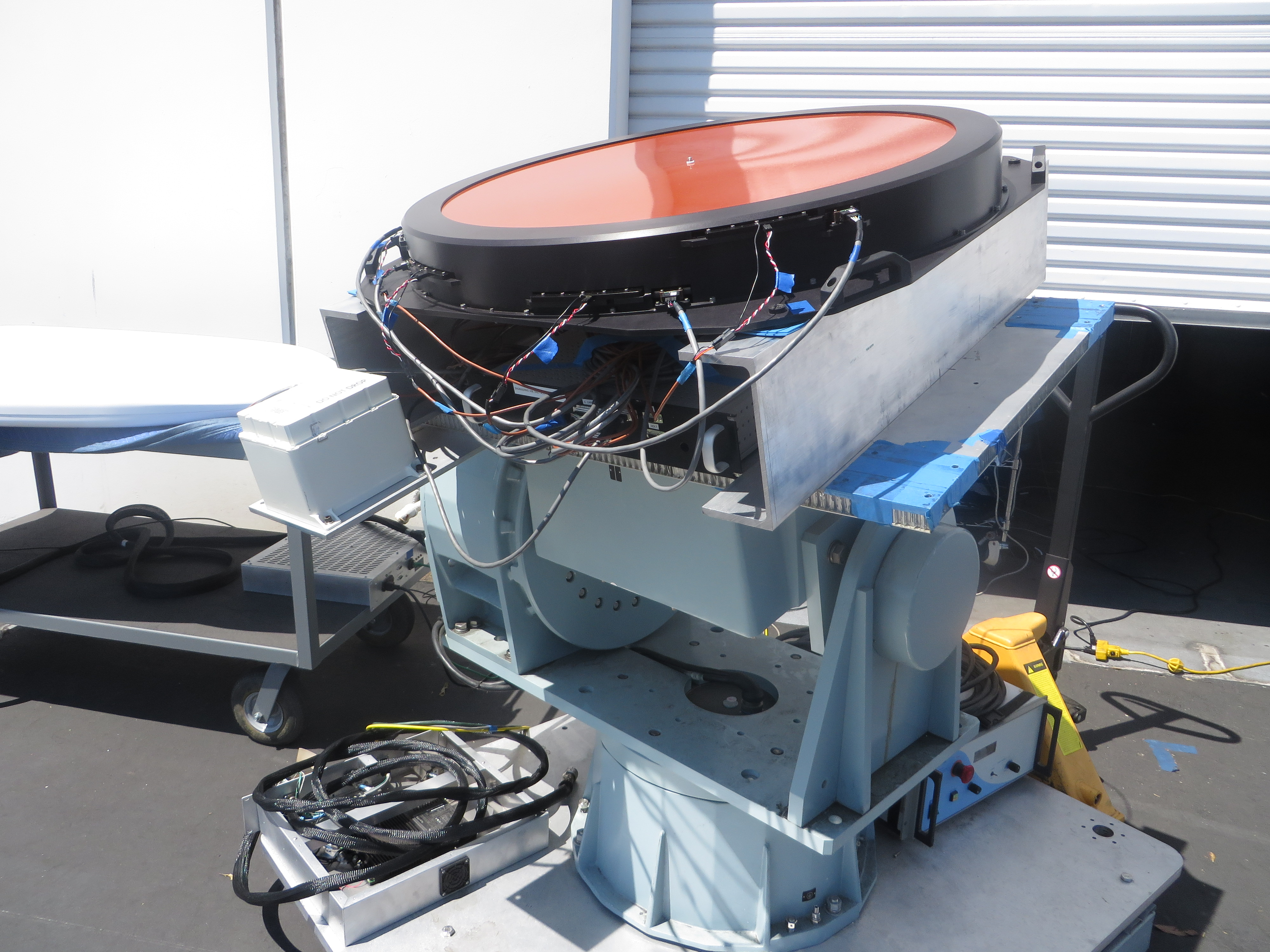 Gogo's new mechanically steered satellite antenna rig