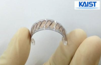 Caption: KAIST's thermoelectric generator can be bent as many as 120 times, but it still shows the same high performance.