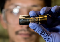 A thin-film energy storage device retains its battery- and supercapacitor-like qualities even after being flexed 1,000 times. Photo courtesy of Jeff Fitlow/Rice University.