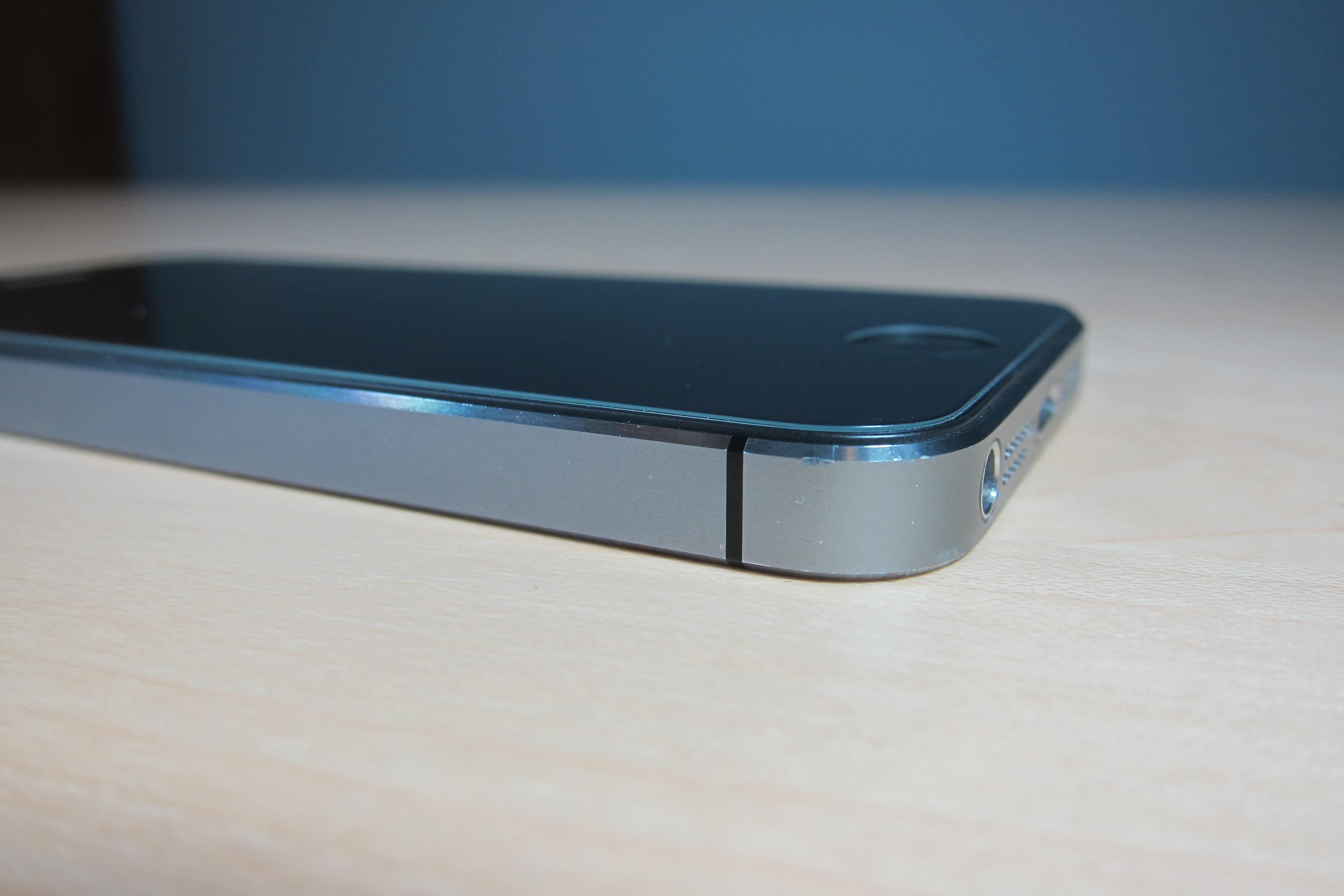 Zagg Glass iPhone 5s side