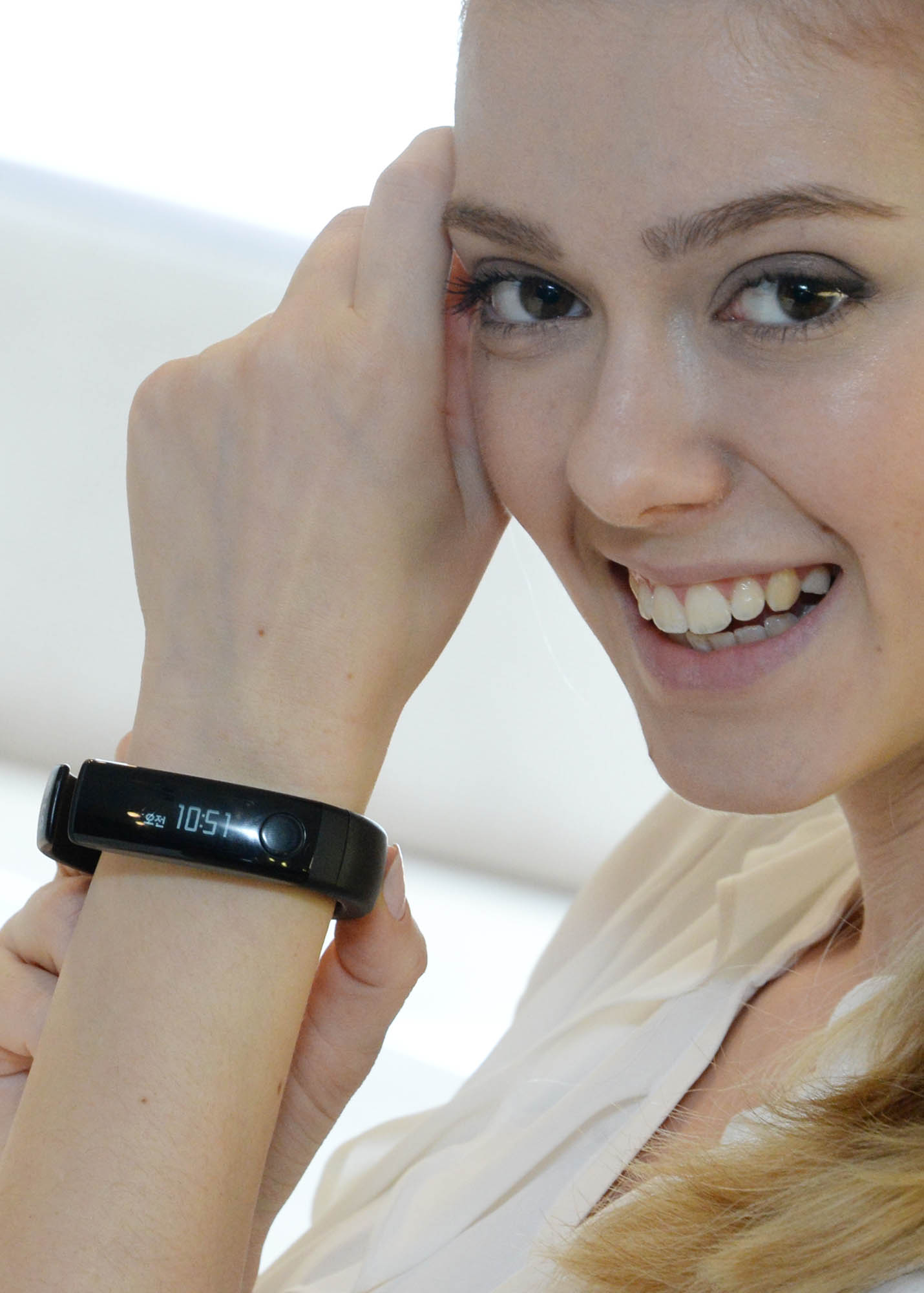 LG Lifeband Touch on wrist
