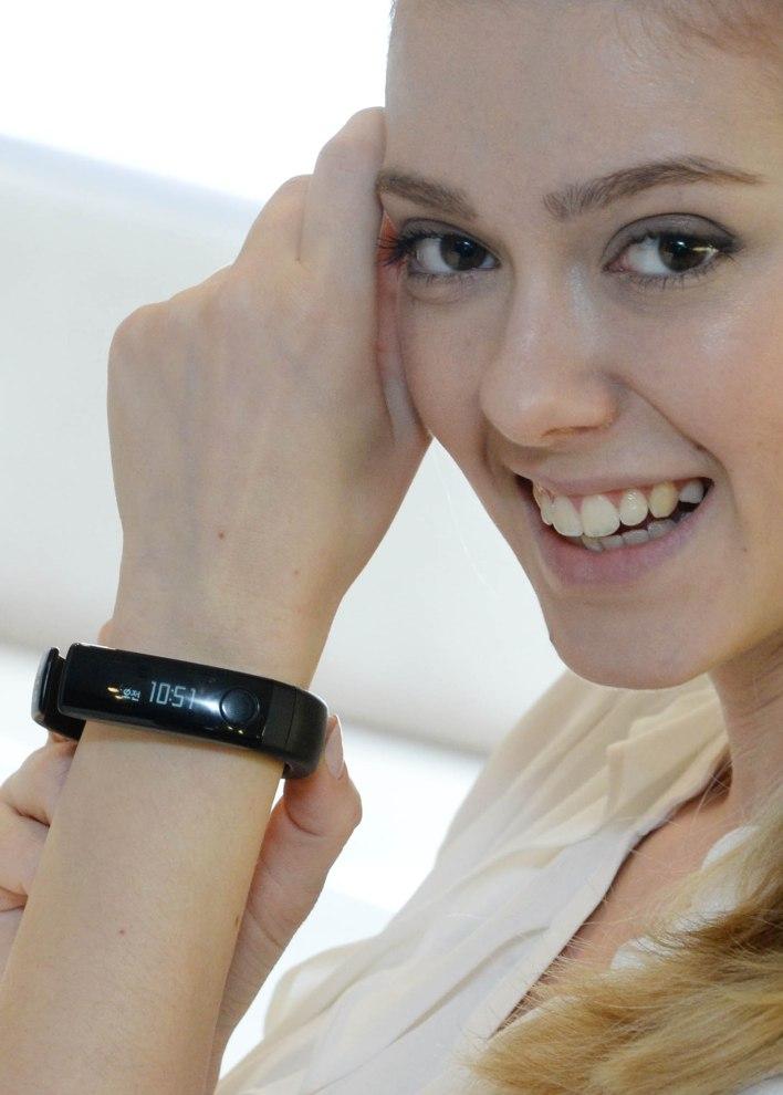 LG Lifeband Touch on wrist