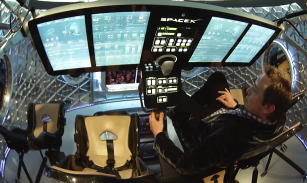 Elon Musk e i futuristici interni della capsula Dragon v2.