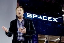 SpaceX CEO Elon Musk unveils the company's new manned spacecraft, The Dragon V2, designed to carry astronauts into space during a news conference on May 29, 2014, in Hawthorne, California. The private spaceflight company has been flying unmanned capsules to the Space Station delivering cargo for the past two years. The Dragon V2 manned spacecraft will ferry up to seven astronauts to low-Earth orbit. (Photo by Kevork Djansezian/Getty Images)