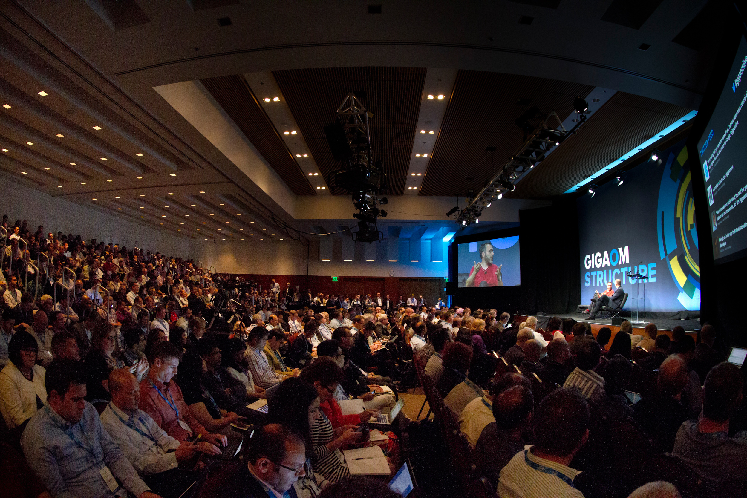 A standing room only crowd watches Google's Urs Hölzle onstage at Structure 2014.