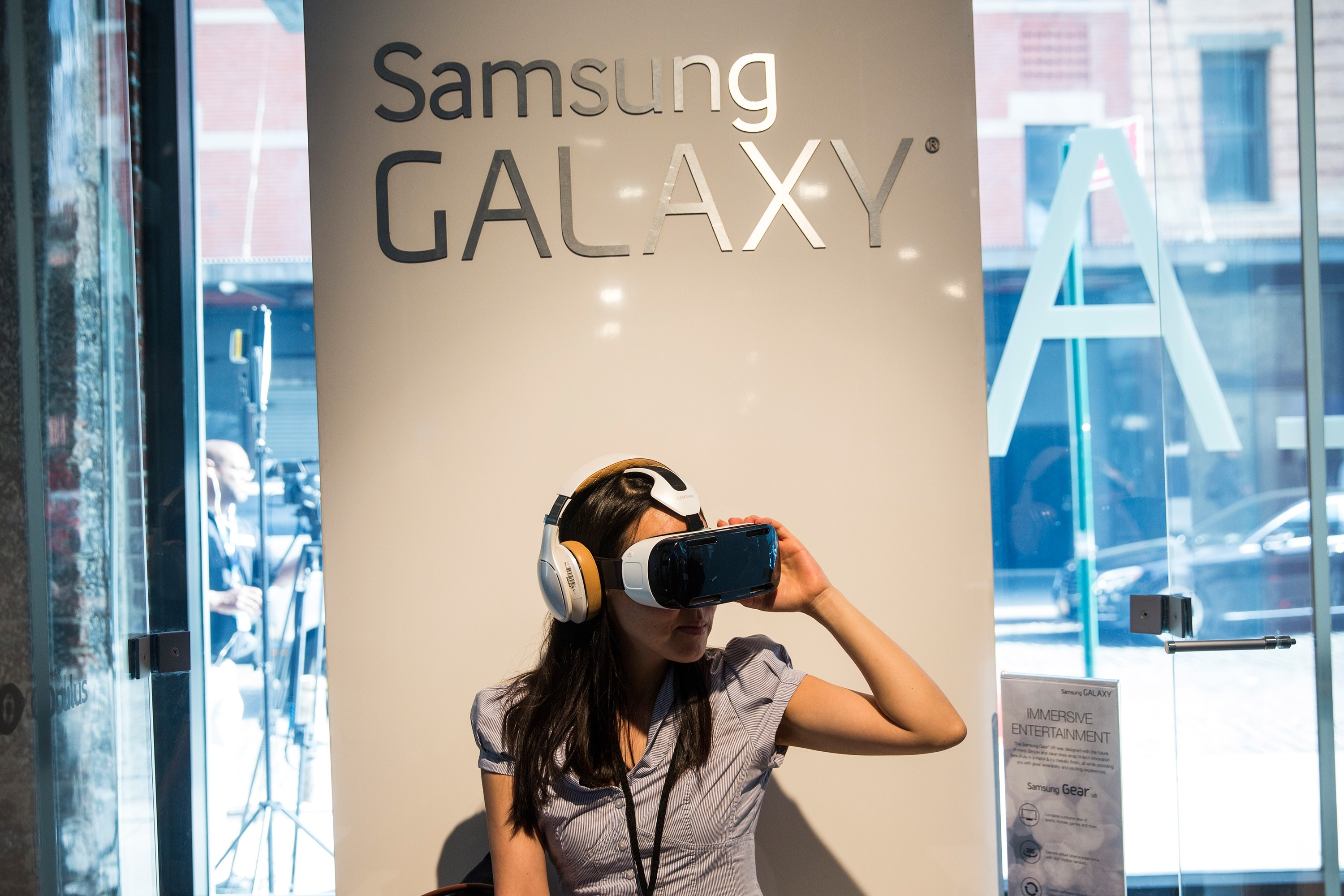 A woman tries out the Samsung Gear, a virtual reality simulator that uses the Samsung Galaxy Note 4 for a screen at a media launch event on September 3, 2014 in New York City. The Note 4 features a 5.7-inch screen.  (Photo by Andrew Burton/Getty Images)