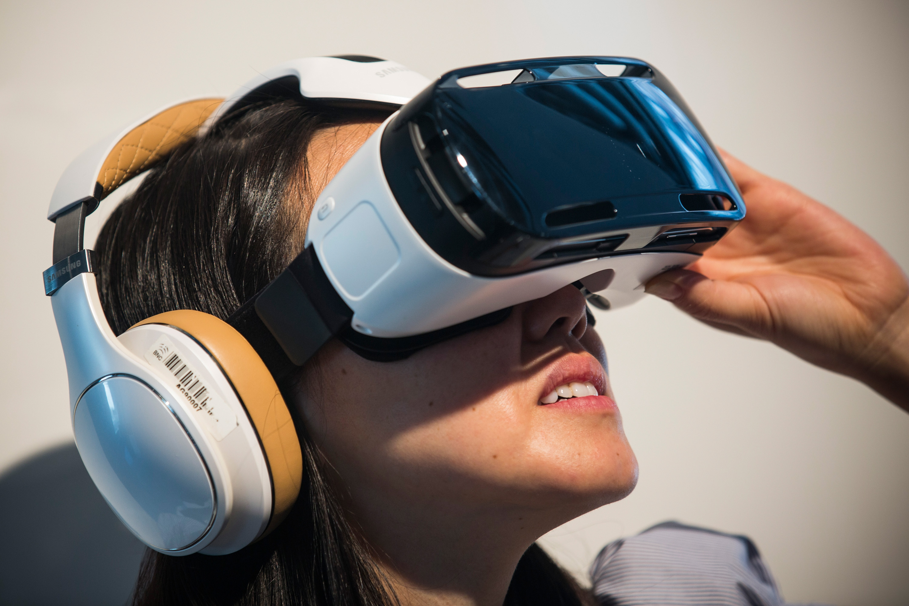 A woman tries out the Samsung Gear, a virtual reality simulator that uses the Samsung Galaxy Note 4 for a screen at a media launch event on September 3, 2014 in New York City. The Note 4 features a 5.7-inch screen.