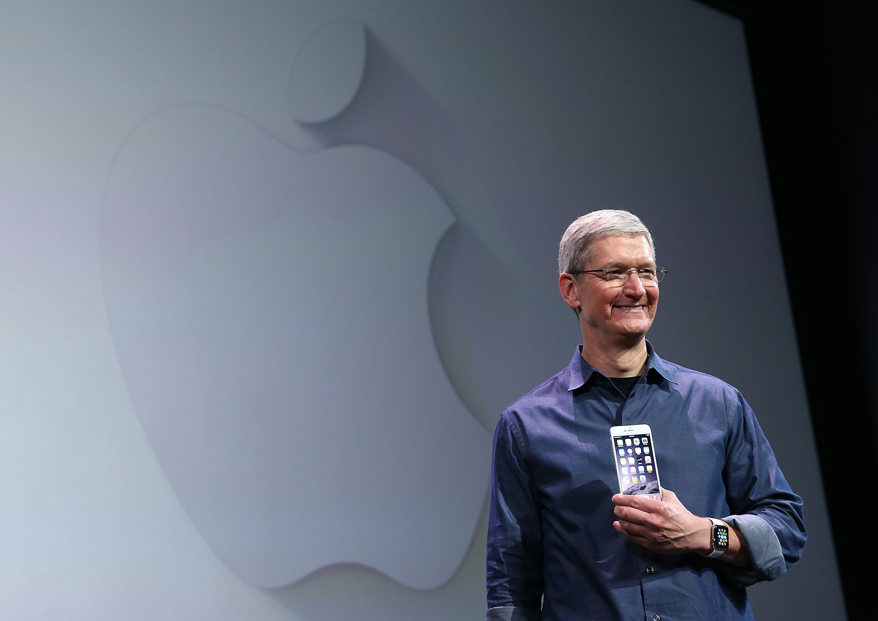 Apple CEO Tim Cook shows off the new iPhone 6 and the Apple Watch.  (Photo by Justin Sullivan/Getty Images)
