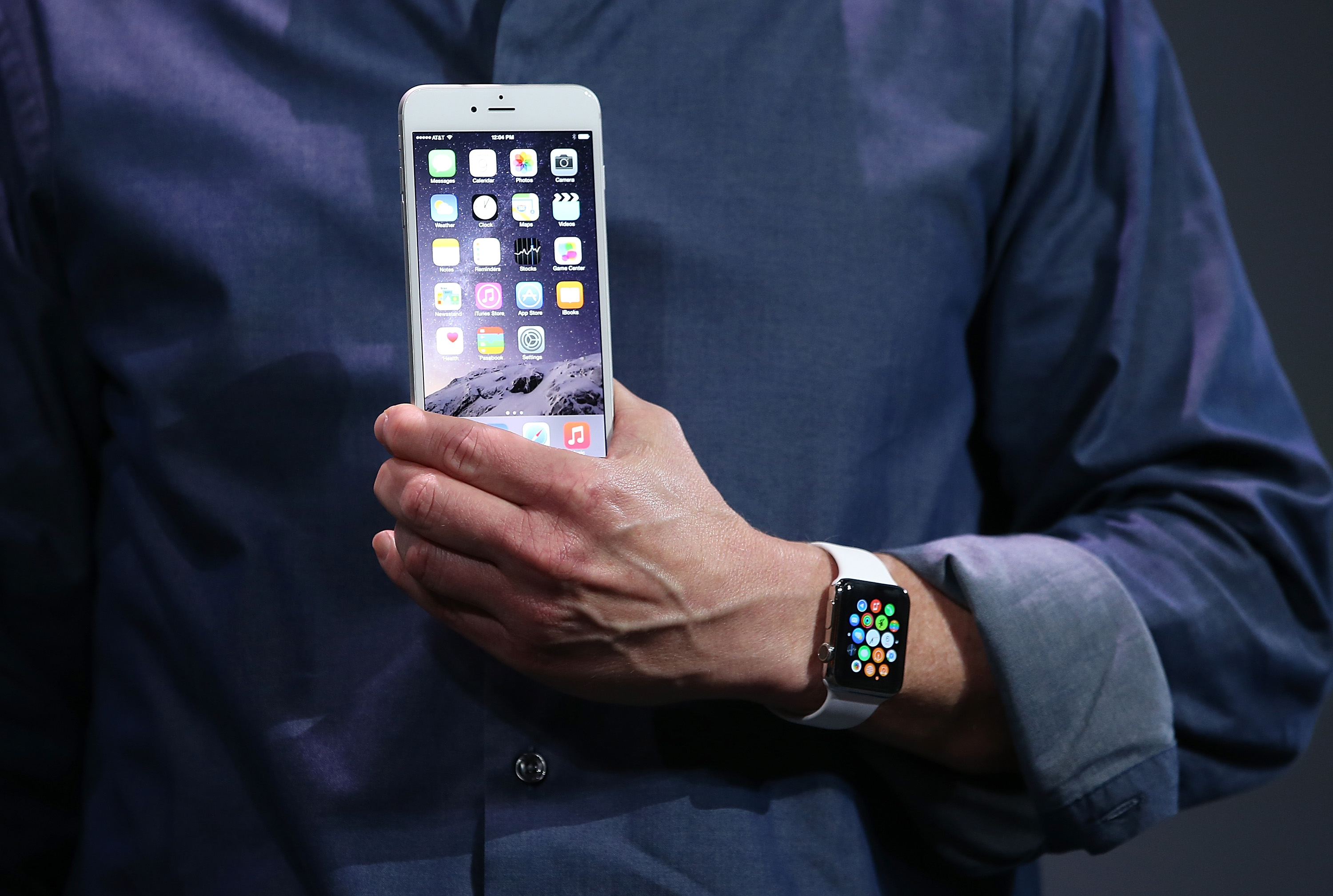 Tim Cook Unveils iPhone 6 and Apple Watch