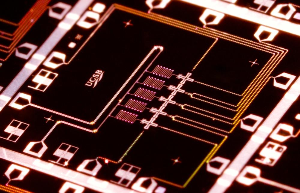 The UCSB processor. Credit: Erik Lucero / University of California, Santa Barbara