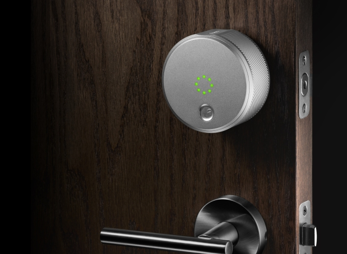 August smart lock silver_angled