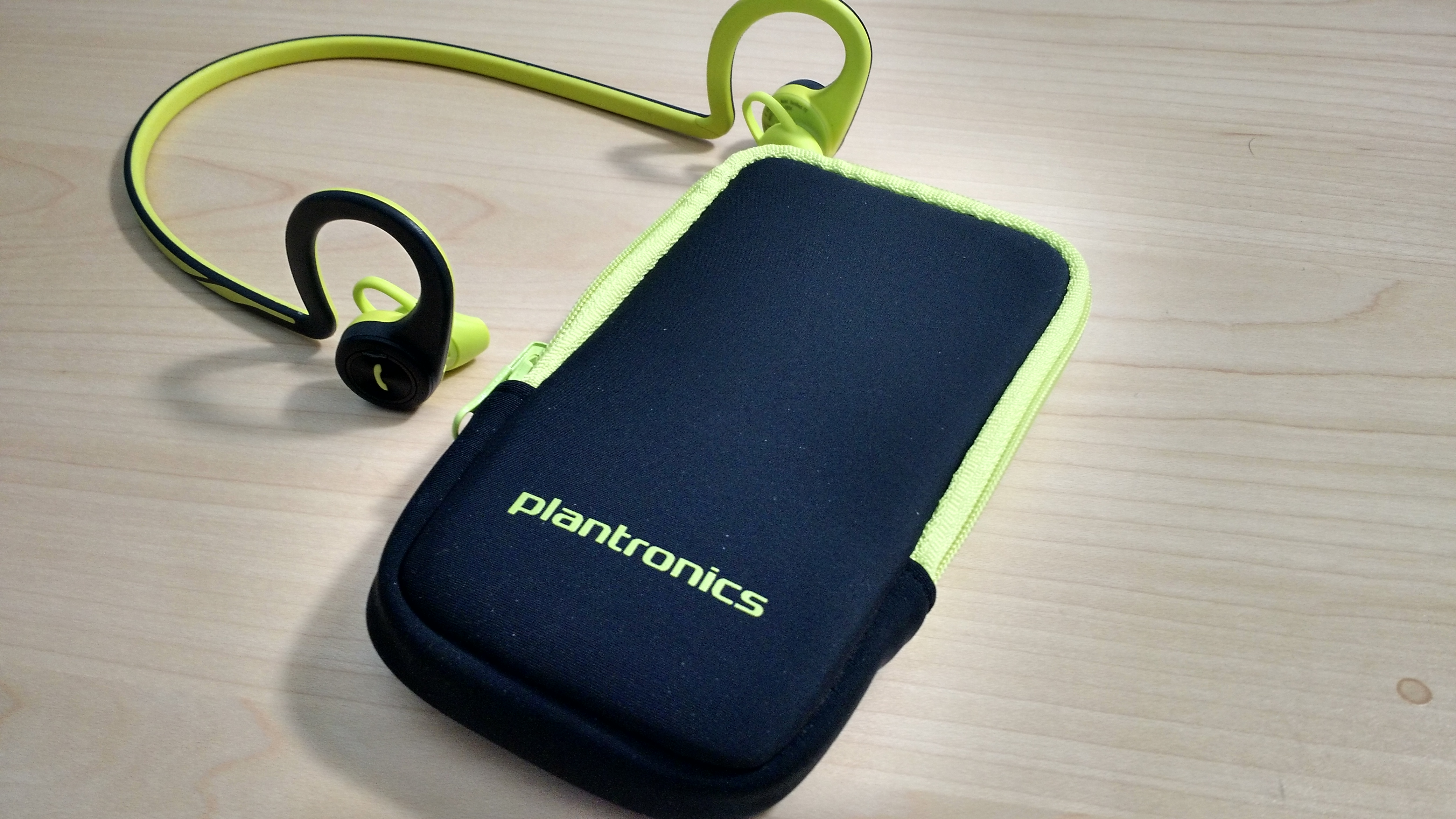 Plantronics BackBeat Fit and case