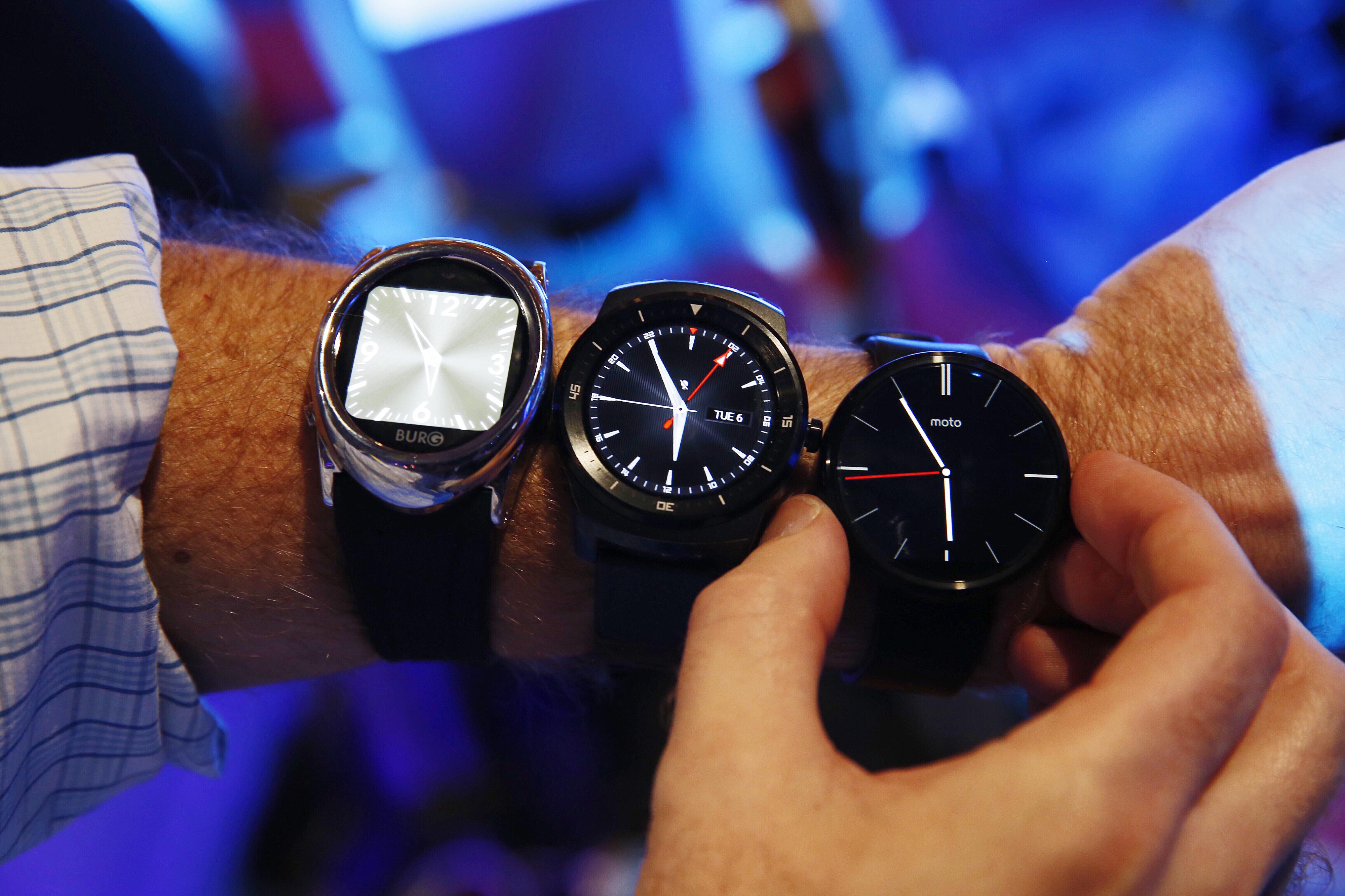Burg 12, LG G Watch R and Moto 360