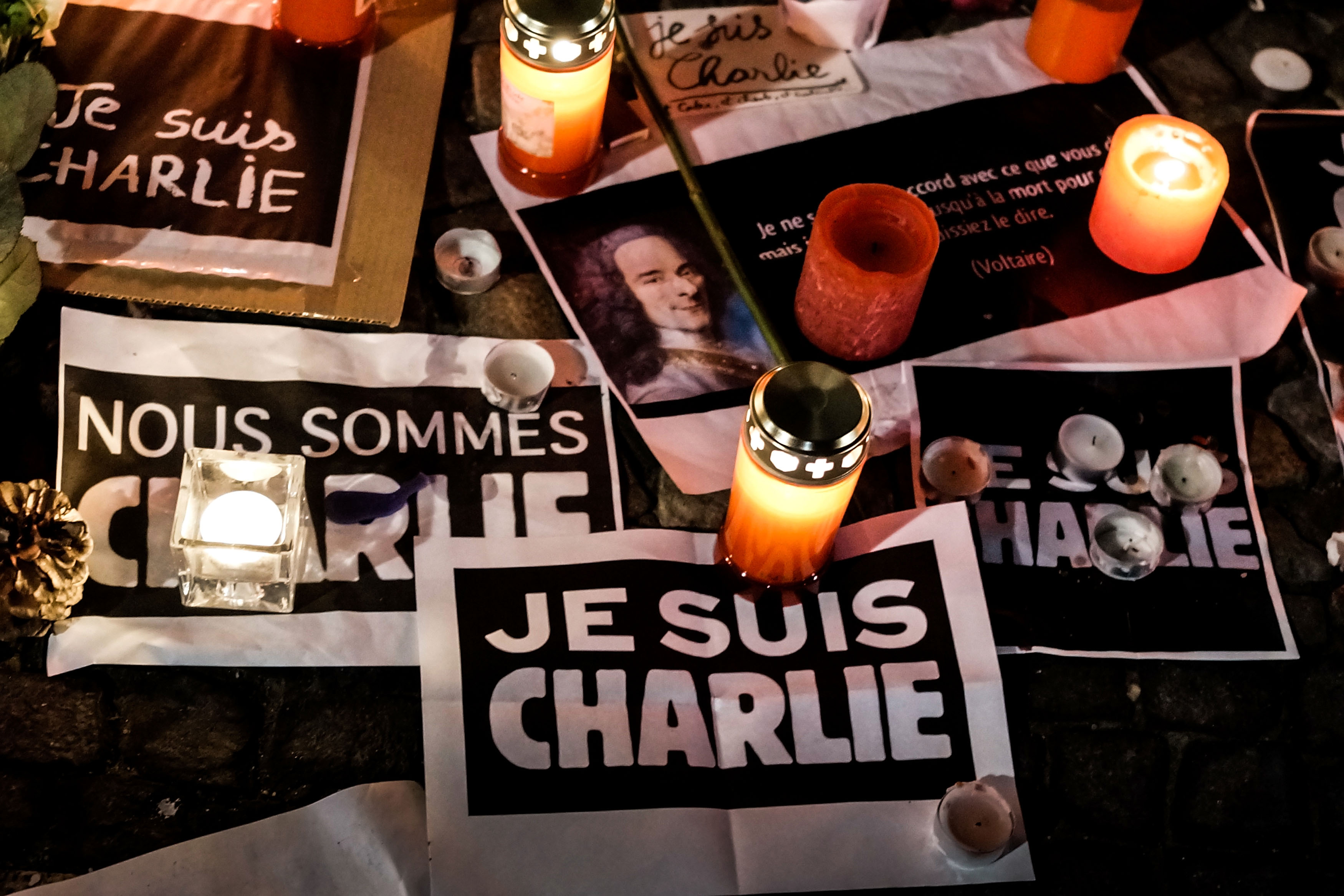Papers with 'I am Charlie' displayed are left near candles at a vigil in front of the French Embassy following the terrorist attack in Paris on January 7, 2015 in Berlin, Germany.