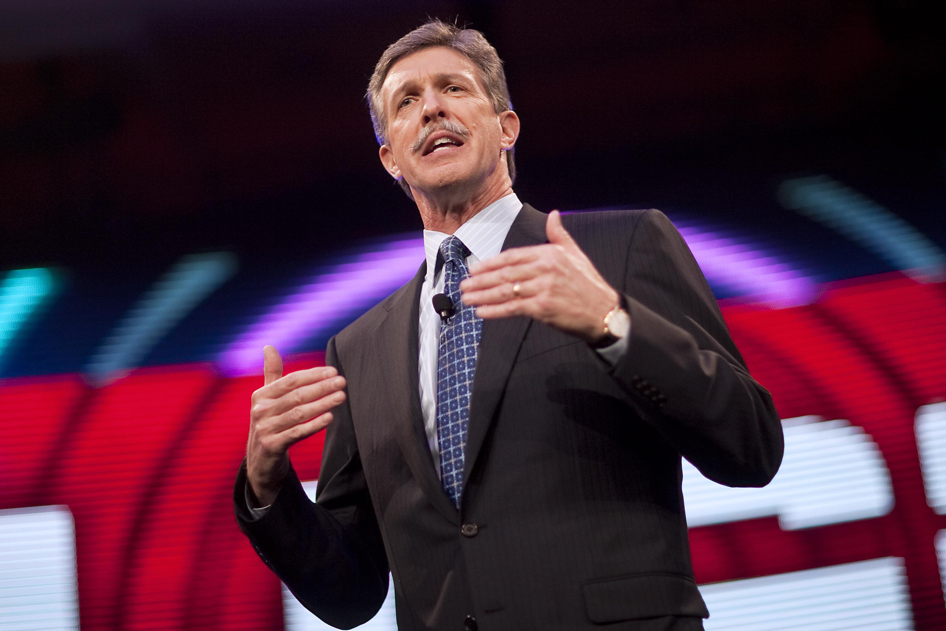Dan Mead, CEO of Verizon Wireless, is retiring